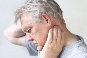 Боль в шее у мужчины