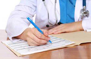 врач назначает лекарственные препараты