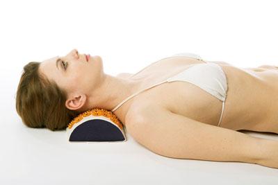 Шейний бандаж при остеохондрозе и использование иглоаппликатора
