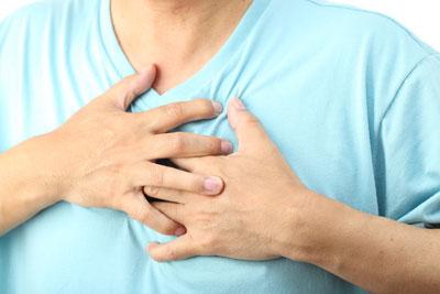 Симптоми грижи грудного отдела позвоночника