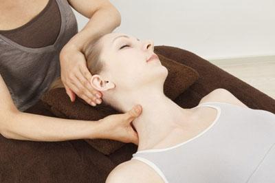Как расслабить мишци шеи при остеохондрозе: полезние упражнения